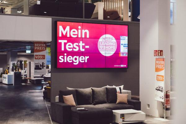 XXXLutz-Gruppe setzt auf kompas Digital Signage (Quelle: dimedis)